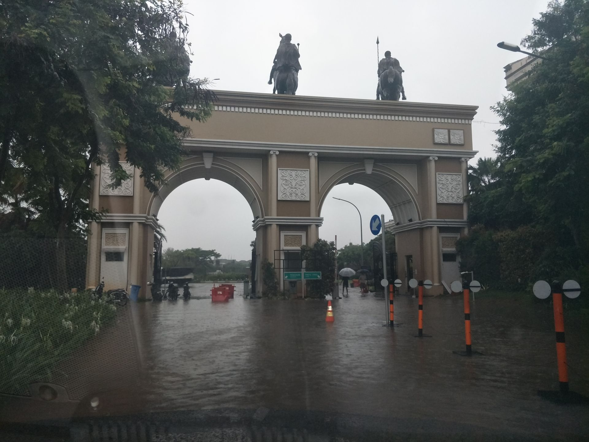 Perumahan Mewah Green Lake City Kota Tangerang Kebanjiran ...