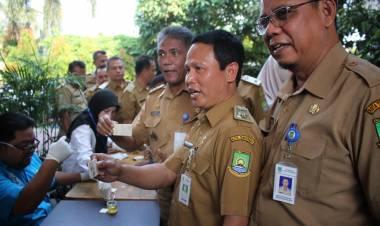 Kesbangpol Kota Tangerang Gelar Tes Urine Dadakan, 1 THL di Kecamatan Pinang Positif Konsumsi Amphetamin