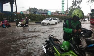 Hujan Hitungan Menit, Jalan Protokol Kota Tangerang Banjir