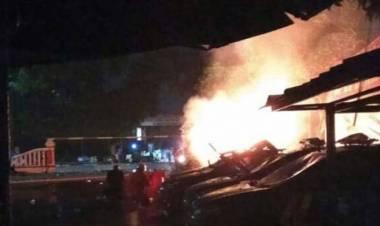 Buntut Pengeroyokan anggota TNI, Polsek Dibakar dan Kapolsek Dipukuli