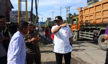 Zaki Naik Pitam, Banyak Truk Berat Nekat Terobos Larangan Jalan Siang Hari