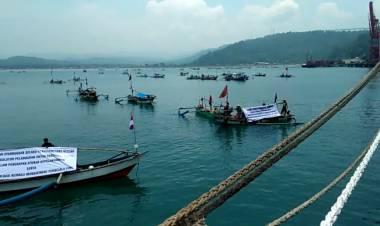 Pelabuhan Khusus Pabrik Semen Merah Putih Digeruduk Nelayan Lebak, Ada Apa?
