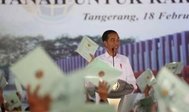 Warga Kab Tangerang Sumringah, Jokowi Serahkan Ribuan Sertifikat Tanah Gratis