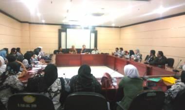 Sambil Nangis, Puluhan Guru Honorer Ngadu Nasib ke DPRD Kota Tangerang