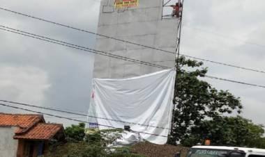 Tak Dikasih Ampun, Baliho Tak Berizin Jokowi-Ma'ruf di Cikupa Dicopot
