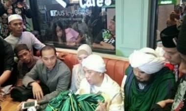Opick Ketiban Berkah Ramadhan, Dapat Rambut Nabi Muhammad dari Turki