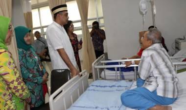 Santuni Pasien di RSUD, Zaki : Layanan Kesehatan Aman Siap Hadapi Lebaran 2019