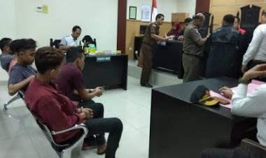 Didenda 100 Ribu Oleh PN Tangerang, Pedagang Buah Ini Menangis