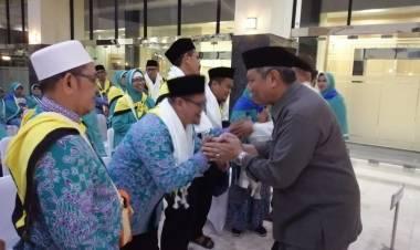 Lepas Kloter 18, Banyamin Minta Jamaah Haji Doakan Pembangunan Tangsel Berkelanjutan