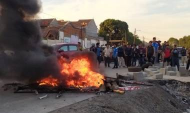 Kontraktor Tol Kunciran-Serpong Dituding Bohong, Warga Jelupang Bakar Ban