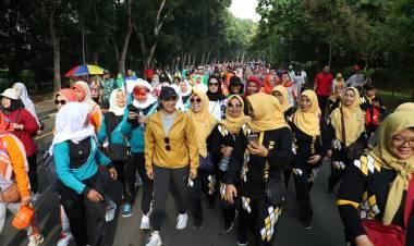 Ribuan Emak-emak Kece Gerak Jalan Santai Peringati Hari Ibu Tingkat Tangkab