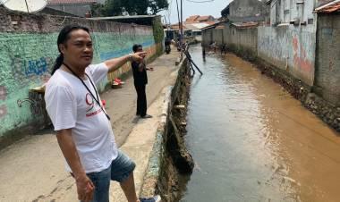 DPU Tangsel Kurang Peka, Warga Ciputat Lakukan Normalisasi Kali Secara Swadaya