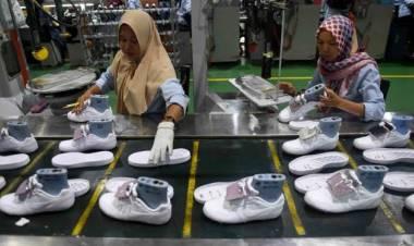 'THR' Lebaran dari Tangerang, Produsen Sepatu Terkenal PHK Ribuan Karyawan