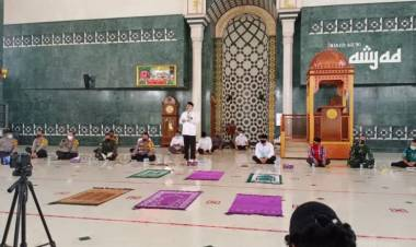 Bupati Zaki : Kalau Masjid Mau Dibuka, Wajib Pakai Protokol Kesehatan dan Jarak Antar Jemaah Harus Satu Meter