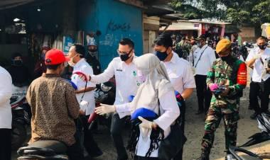 Gugus Tugas Kecamatan Solear Tangerang Bagikan 10 Ribu masker Kain di Pasar Cikasungka dan Adiyasa