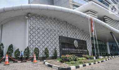KPK  Angkut 6 Koper Berisi Dokumen Perusahan Benih Lobster