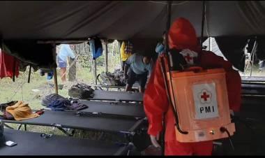 PMI Bangun MCK Dan Semprot Area Markas Relawan Sriwijaya Di Mauk
