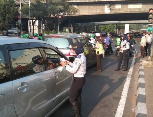 Taksi Online Girang, Anies Akan Bebaskan Bebas Melintas di Jalur Gage