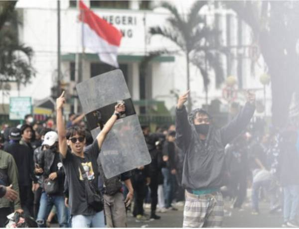 Ampera Demo Soal Dampak PPKM Darurat : Kembalikan Barang Pedagang yang Dirampas Petugas