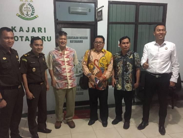 Hari Kedua, TPF PWI Wartawan M Yusuf Sambangi Lapas dan Kajari Kotabaru