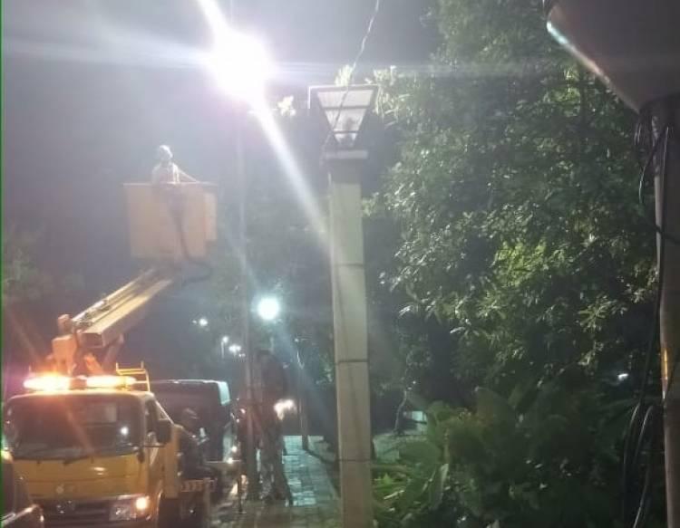 Cegah Kerawanan Sosial, Kawasan Jembatan Genit Dipasang Lampu Sorot