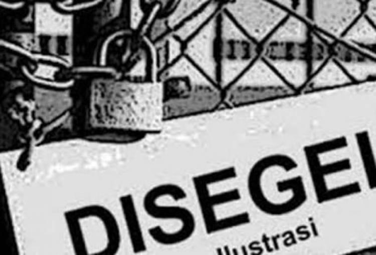 Satpol PP Segel Lokasi Pembangunan Perumahan di Ciputat Timur
