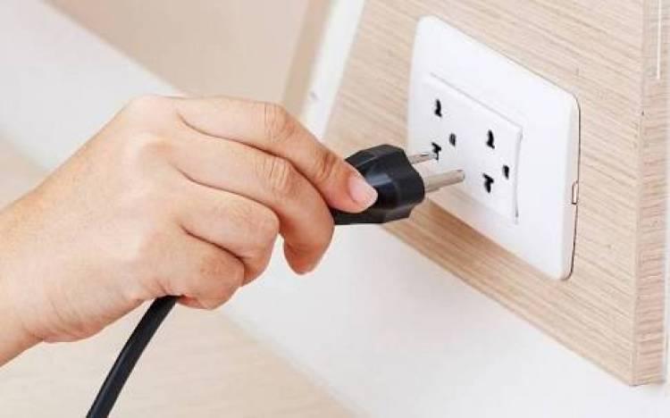Mana yang Lebih Hemat, Mencabut Kabel Listrik atau Dibiarkan Standby?