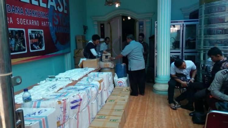 Polisi Gerebek Pabrik Pil PCC di Cipondoh