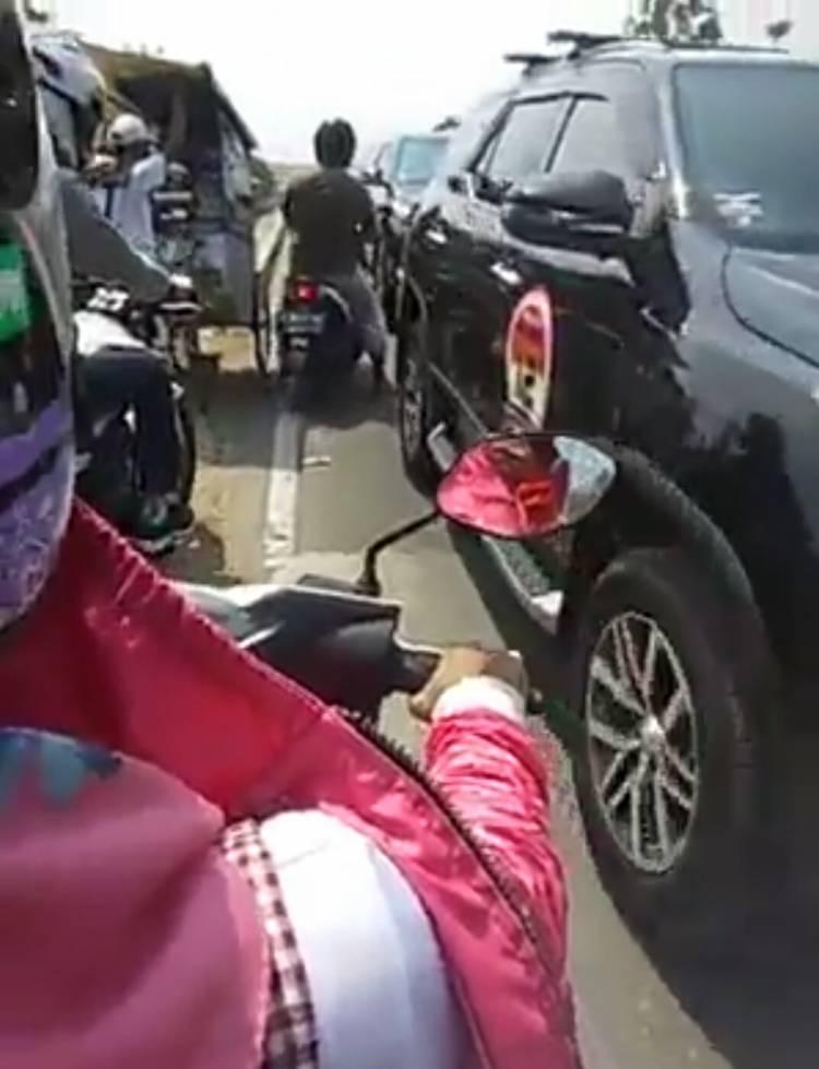 Viral..! Konvoi Komunitas Fortuner Lawan Arah di Anyer Dikeluhkan Pengguna Jalan