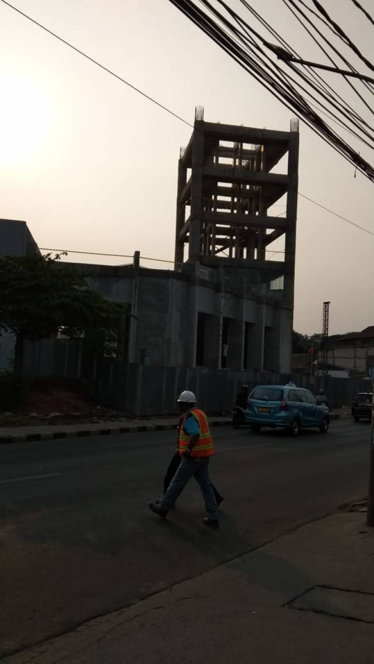Bangunan Menara Pandang Tangsel Terlilit Pita Kuning Hitam, Disegel??