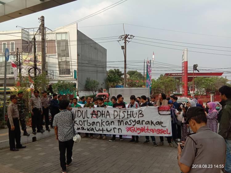 Penutupan U-turn UIN Ciputat, Mahasiswa: Kebijakan Bodoh!