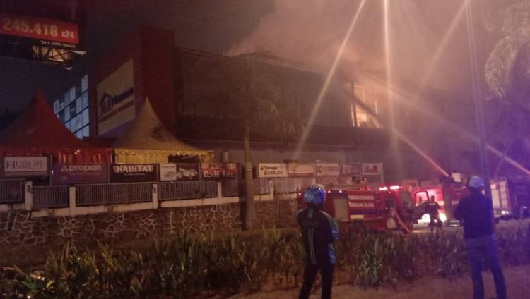 Breaking News!!! Supermarket Elit Bahan Bangunan BJ Home BSD Kebakaran