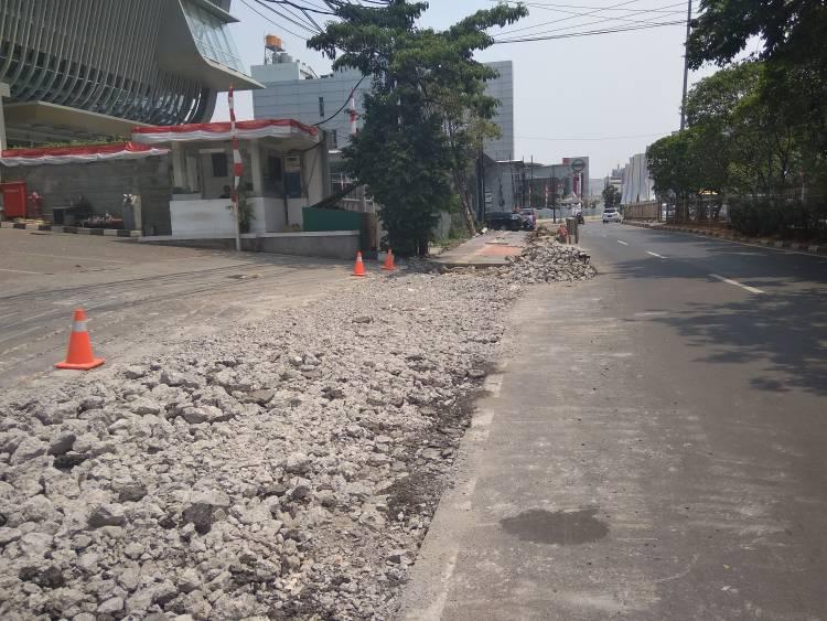 Dikeluhkan Pejalan Kaki, Peningkatan Jalan Oleh DBM DKI Serampangan