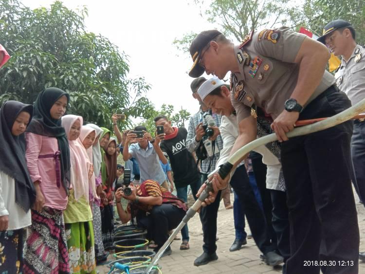 Kekeringan, Polresta Tangerang Salurkan 10 ribu Liter Air Bersih ke Rancaiyuh