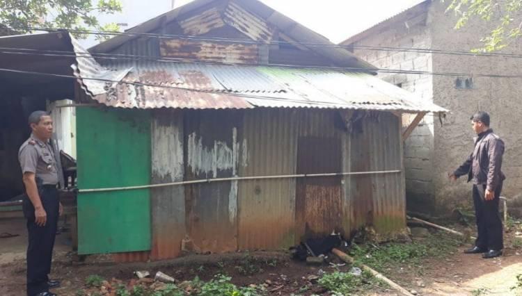 Dibelakang Kawasan Elit BSD City, Ibu Kuli Sapu Ini Menangis Dikasih 'Hadiah' Polisi