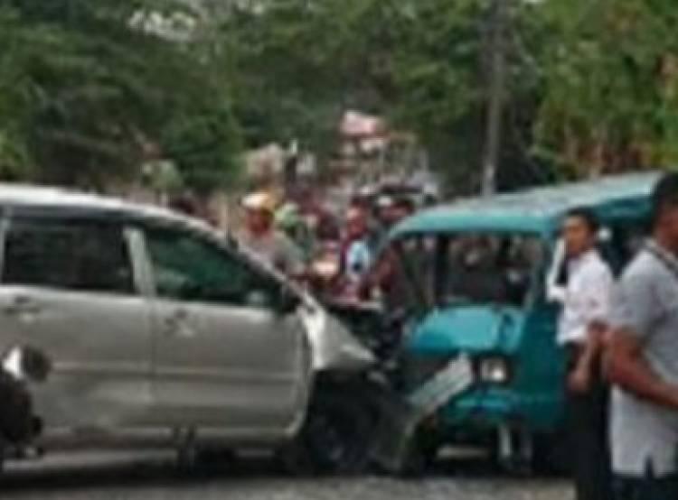 Gara-gara Ngantuk, Dua Mobil Tabrakan di Serpong