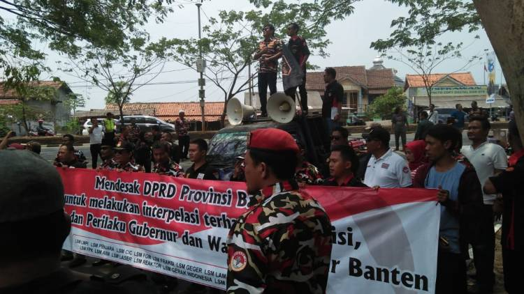 Jelang HUT ke 18, Ratusan Orang Tagih Janji Kampanye WH-Andika