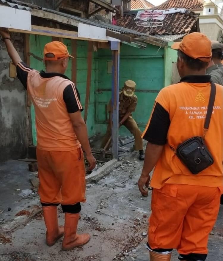 Antisipasi Banjir dan Tata Wilayah Pekojan, Bangunan liar diatas Saluran Air Dibongkar