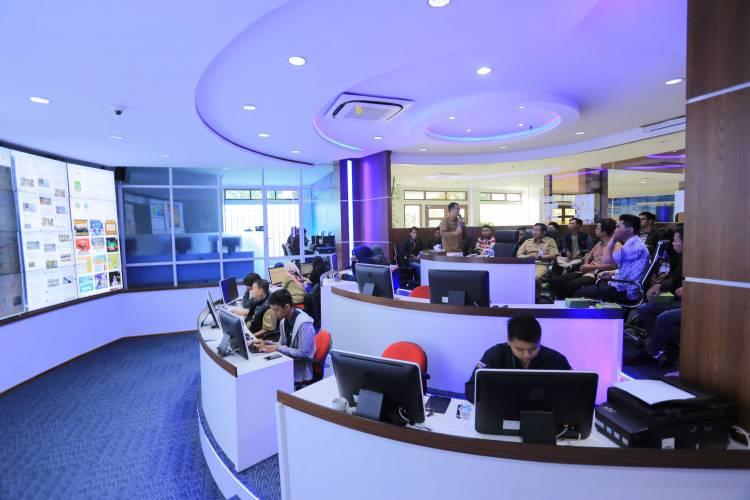 Intip Smart City, Mahasiswa IT Sambangi LIVE ROOM