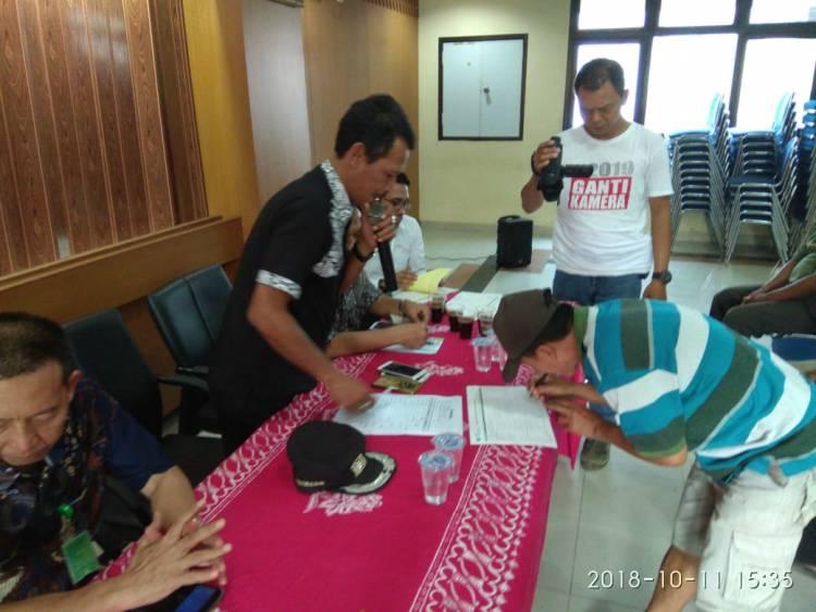 Belasan Tukang Becak di Pekojan Dibekali BPJS Ketenagakerjaan