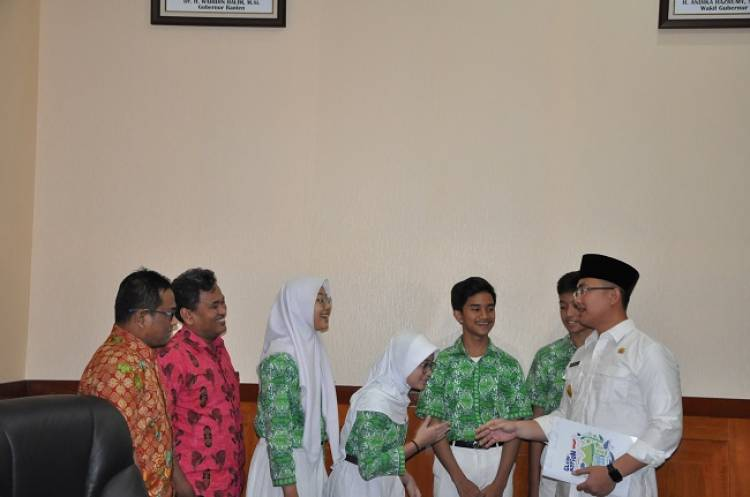 Siswa Al-Azhar BSD Sambangi Wagub Banten, Ada Apa?