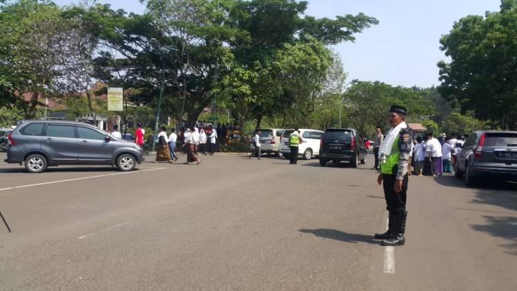 Hari Santri, Polisi Kenakan Sorban dan Peci Saat Atur Lalu Lintas