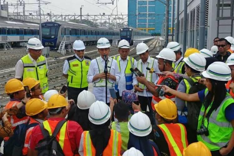 Setelah Diminta Airin, Jokowi Bicara Rute MRT Hingga Tangerang Selatan