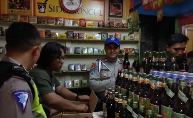 Satpol PP Kota Tangerang Obrak-abrik Lapak Miras, Ratusan Botol Disita
