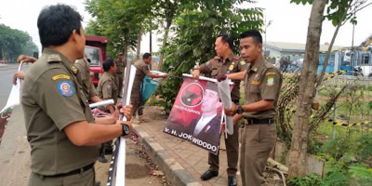 Gambar Kampanye Jokowi Diturunkan Di Belakang Bandara Soetta
