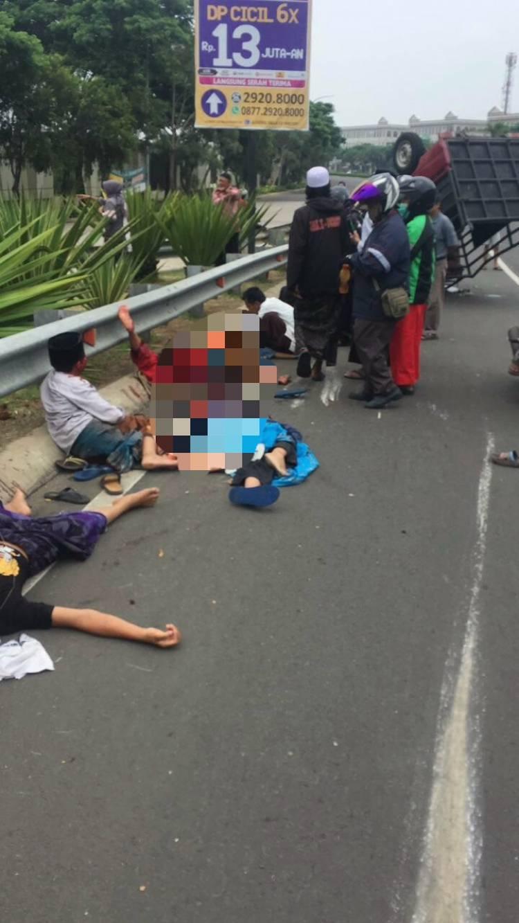 Fly Over Greenlake City Cipondoh Makan Korban, Pick Up Angkut Jamaah Maulid Terbalik