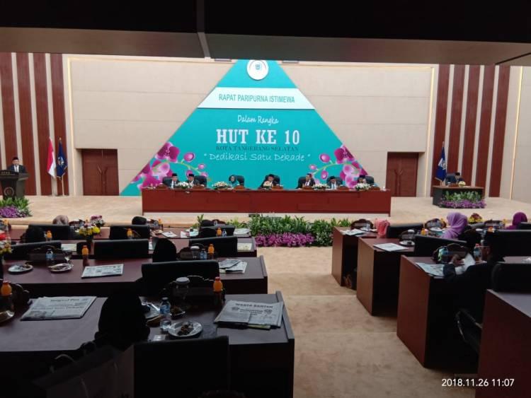 Paripurna DPRD Tangsel, Gedung Panas Bikin Anggota Sibuk Kipas-kipas