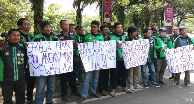 Prabowo 'Digoyang' Ojol, di Cikupa Tuntut Minta Maaf