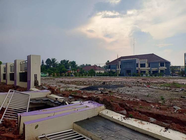 Baru Selesai Dibangun, Pagar Kantor Kecamatan Cikupa Roboh
