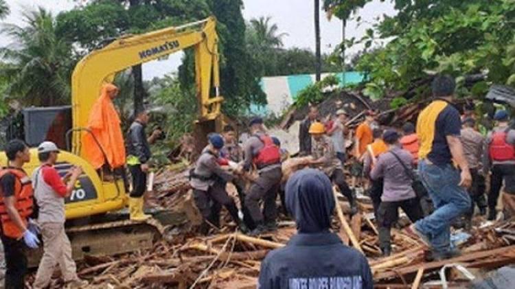 2 Jam Setelah Tsunami, Pemrov Banten Sudah Datangkan Alat Berat di Lokasi Bencana